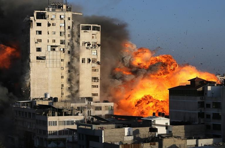 غزة تستقبل العيد بالقصف والشهداء